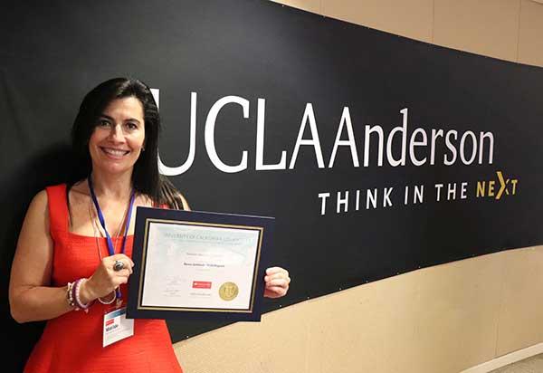 La Dra. Matilde Martínez Casanovas, ganadora de la beca Santander W50 & Ucla Anderson Executive Education