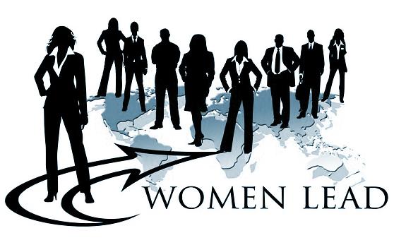 ¿Qué estrategias utilizan las mujeres líderes para manejar las tensiones?