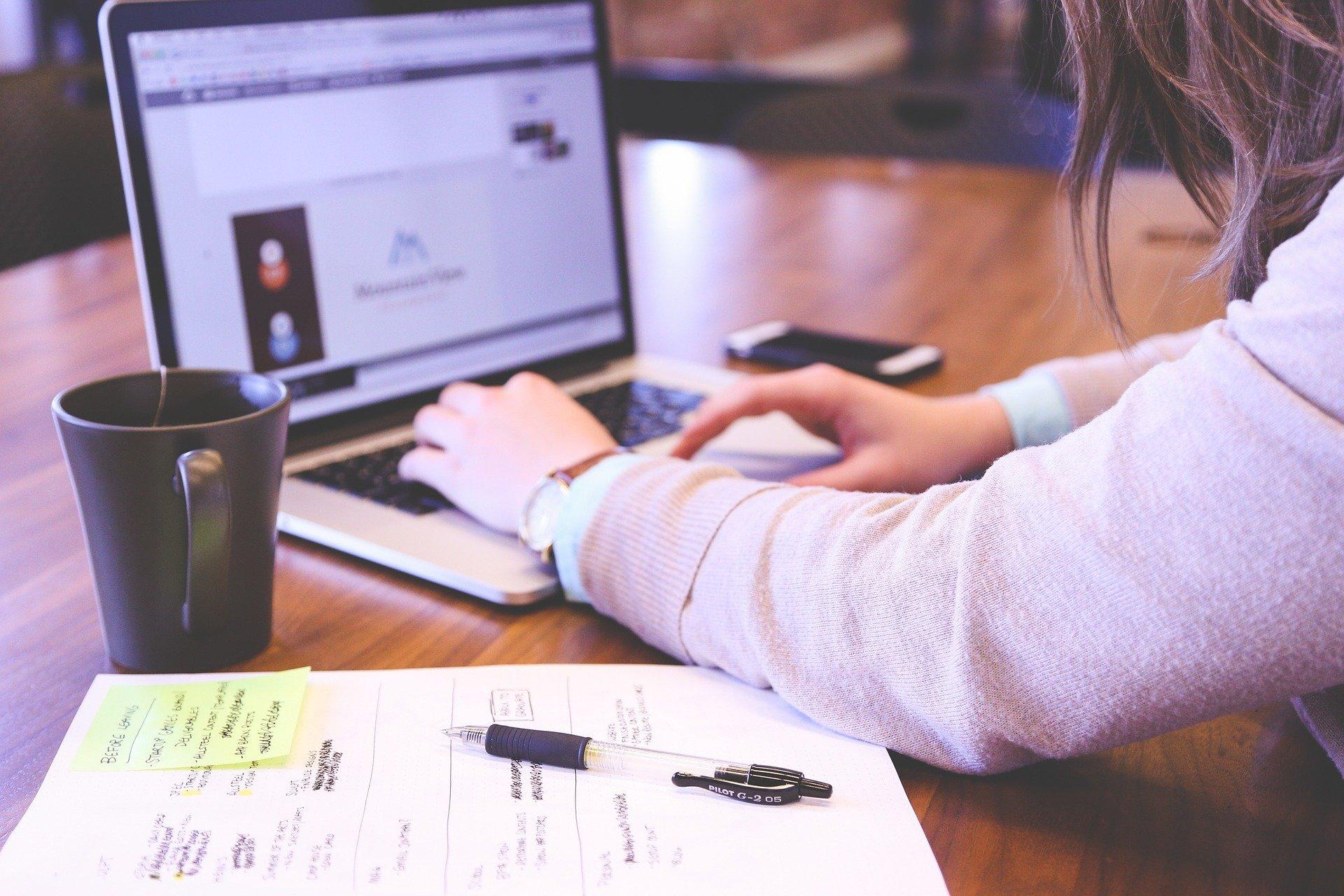 ¿Cómo puedo asegurar que mis clases online sean eficientes y se desarrollen en un entorno virtual?